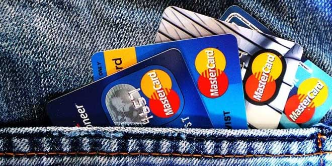Credit Card - Fear of Debt Won't Stop Millennials from Spending More This Holiday Season (Survey)